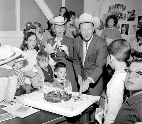 roy-rogers-and-dale-evans-at-a-childs-cowboy-birthday-party-1960s